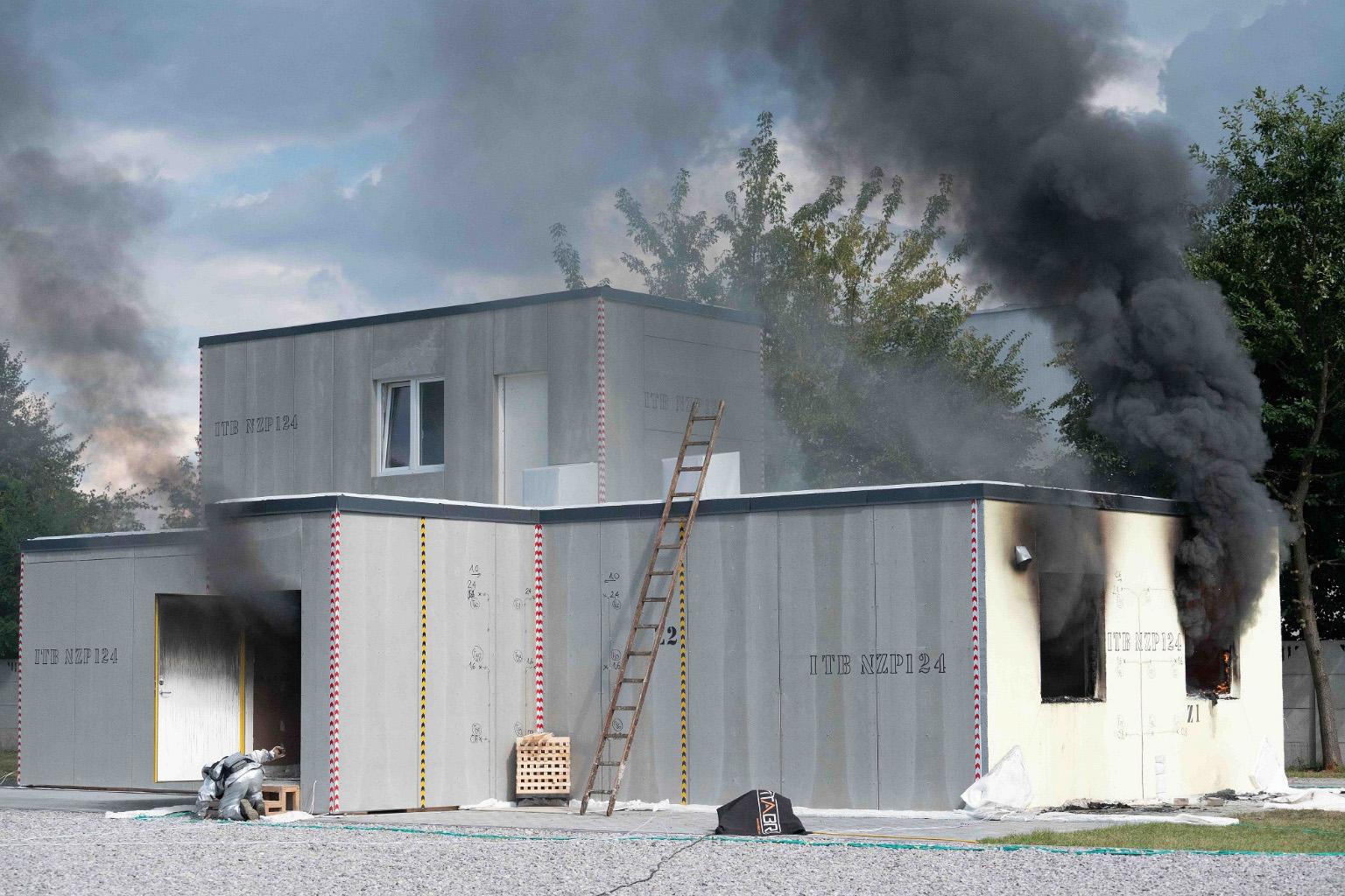 Szkieletowy dom drewniany bezpieczny pożarowo